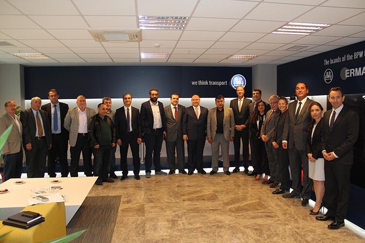 Merkezi Almanya'da bulunan BPW Bergische Achsen KG, Türkiye'de 20 milyon Avro yatırımla kurduğu Gebze'deki üretim tesisinde Kaan Saltık Başkanlığındaki Treyler Sanayicileri Derneği (TREDER) Yönetim Kurulu ve sektör temsilcilerini ağırladı